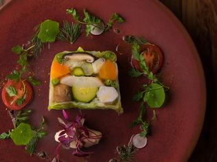 状態を見極めて買い付ける魚介や生にこだわる肉、九州産の野菜