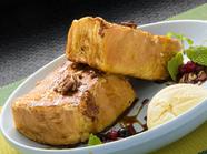 こだわりのコクうまデニッシュが人気『デニッシュフレンチトースト 黒蜜&アイス仕上げ』