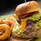 ファクトリー一番人気! SNS映えするフォトジェニックな一皿『黒牛&黒豚ファクトリ-バーガー』