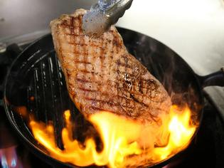 オレイン酸を豊富に含み、柔らかく脂の甘みが感動のロース肉