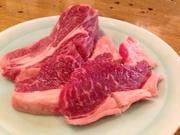 365日欠かさず仕入れている新鮮なマトン肉!女将自らが仕込む秘伝のタレに付けてどうぞ!
