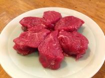 大麦、小麦、そら豆などの穀物で育てた羊肉を使用した『特上(フランス穀物飼育)』