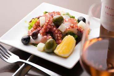 海鮮が楽しめる『タコとジャガイモとオリーヴのマリネ』