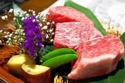 小豆島オリーブと瀬戸内の温暖な気候に育まれた「黒毛オリーブ牛」の選び抜いたお肉を炭火焼きで。抜群の火入れで、最高級に美味しい状態に仕上げてくれ、ランチ価格で食べ比べできます。 会員価格:4550円