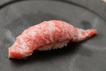 青森県大間産の大とろを使った『とろの握り』