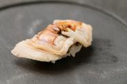 三重県桑名産のはまぐりを贅沢に使用した『煮はまぐりの握り』