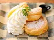 店の顔ともいうべき基本の『プレーンパンケーキ』