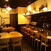 1人からでも居心地の良い空間で美味しい料理とお酒をたしなめる