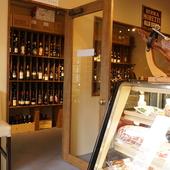 ワインショップ直営のダイニングカフェ