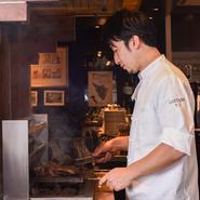 料理の美味しさや技術は当たり前で、その日の天候、気温、お客様の年齢やご様子、ご利用シーンなどによって、オイルや塩の量も変えることがあります。常にお客様に寄り添える料理を、提供したいと考えています。
