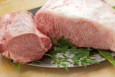 A5松阪牛を使用した『ステーキ』『しゃぶしゃぶ』などのセット