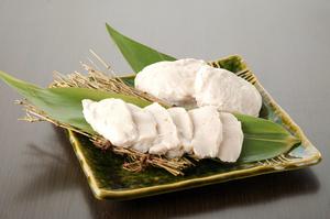 北海道産の新鮮なスケソウダラの白子のみで練りあげた『たちかま』