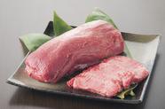 柔らかく風味のよい部位を厚切りに。ジューシーな味わいが楽しめる『厚切り牛タン』