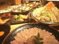 しゃぶしゃぶ鍋に、刺身(会員のみ)※一般の方はもも焼きでのご提供。手羽先を召し上がれるコースです。