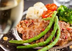 【クーポン利用で1H延長/500円引】肉バルならではの一品はもちろん、新鮮野菜を使った料理も♫