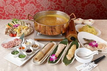 フカヒレの旨みたっぷり濃厚スープでいただく『黄金鍋コース』