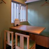 腰を落ち着けられるテーブル席は接待や宴会にも利用可能