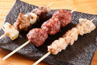 部位の異なる素材の味が楽しめる『猪串3種セット』