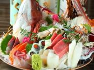 産直の鮮魚を贅沢にいただく『お頭付き刺身盛り合わせ』