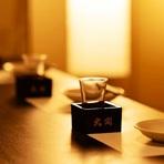 全席個室の店内、照明も落ち着いた雰囲気で大人の飲み会に