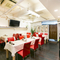 白を基調としたモダンな空間。中華&ベトナム料理でおもてなし