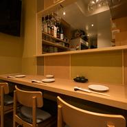 元々のお店はもちろん、拡張したお店「別邸」にもカウンター席があります。1人でも気兼ねなく、美味しいお肉料理を楽しむことが出来ます。お肉とお酒で気持ちよくなることが出来るでしょう。