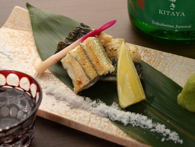 新鮮な鰻だからこそのおいしい食べ方! 『三河産の鰻の炭火焼き』