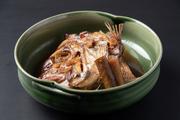 旬のお魚の煮付けです。写真は鯛のあら炊きです。
