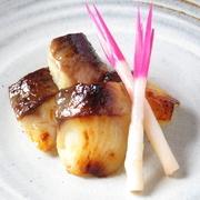 本マグロや天然鯛、北海道産うになど料理長が市場で見極めた全国各地の旬の魚介を使用。旬の味を大切にしているため季節や仕入れにより種類が変わります。6種程で1人前1000円とこれを食べに来るだけでも価値十分!