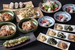 お造り3種盛り合わせ、おばん菜、煮物、焼き物、揚げ物など7品!飲み放題は日本酒・焼酎各8種など種類豊富!