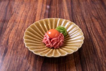 しっとりと柔らかく、濃厚な味わい『神戸牛ユッケ』