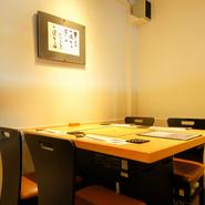落ち着いた雰囲気づくりで接待や会食などのビジネスの席の利用もおすすめ。テーブル席は仕切りを設けることも可能、プライベートな空間でおもてなしをしてみませんか。