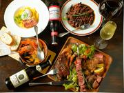 名物の『スペアリブ』や定番の『ローストビーフ』など、【Ribing】が誇る肉料理を存分に味わえます。ヒトサラ特典で、特別価格で提供中、詳細はコースページへ。(※写真はコースイメージ)