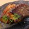 国産にこだわり、上質な豚肉を使って旨みを凝縮させる『三元豚の燻製ロースト』