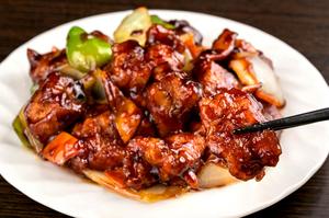 豚の脂と赤身の旨みを味わう『特製黒酢豚』