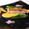 仕入れる魚介類は天然物のみ。繊細に盛られた美しい一皿は、目でも楽しめる『漁港直送 鮮魚のポアレ』