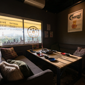 さまざまな料理を楽しみながら、のんびり過ごせるソファー席
