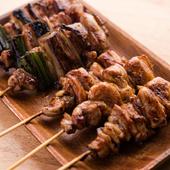 新鮮な鶏もも肉を特製タレと共に堪能する。炭火焼き鳥『鶏もも「塩・タレ」』