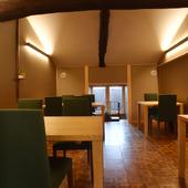 二階につくられたテーブル席は、12名様まで入室可能