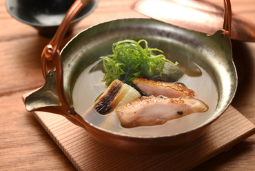 最後まで温かいまま食べられる銅鍋を使用した『銅瓶蒸し』