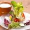 新鮮な野菜を彩りよく盛り合わせている『バーニャカウダ』