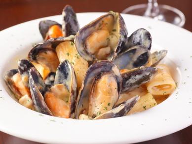 『ムール貝とポルチーニ茸のクリームソース ショートパスタ リガトーニ』