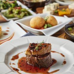 【7品】彩り串焼きに、牛の冷しゃぶ。絶品のローストビーフや海鮮盛り!!旨味が濃縮された釜飯は国産牛で♪