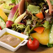 素材の美味しさをダイレクトにいただく『Hitotsuガーデン 10種類の野菜のバーニャカウダー』