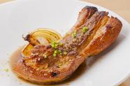 『上富良野ポーク 肉厚スペアリブ』は150g以上でボリュームたっぷり、味わいは意外にあっさり