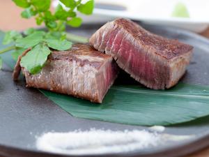 料理人のおもてなしの心が宿る逸品。肉厚ジューシーなステーキ『ヒレ(国産牛・150g)』
