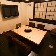 個室があるので、周りを気にすることなく心ゆくまで歓談することができます。座り心地の良い椅子と落ち着いた雰囲気の中で料理に舌鼓を打ちながらの接待では、お相手を喜ばせ話がスムーズに進むことでしょう。