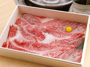 岩手県奥州市で育てられた黒毛和牛「前沢牛」の霜降り肉をご用意