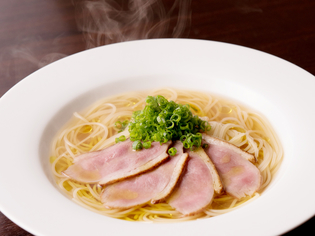 極旨スープ×パスタ+鴨! ビストロ流『ゴットラーメン』