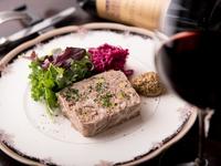 本格ビストロ料理とおいしいワインを気軽&高コスパで楽しめる!